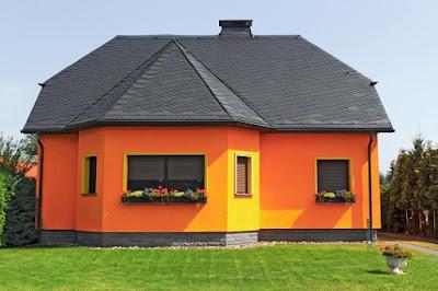 บ้านสีส้มหลังคาสีเทา