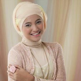 Contoh model jilbab untuk wajah lonjong