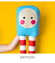 boneco de pano diferente com perna grande | espanta-papão