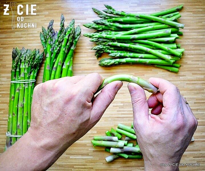 szparagi, jak ugotowac szparagi, obieranie szparagow, zielone szparagi, wiosna, maj, przepisy na szparagi, majowka, blog, życie od kuchni, grill, co do grilla, salatka do grilla