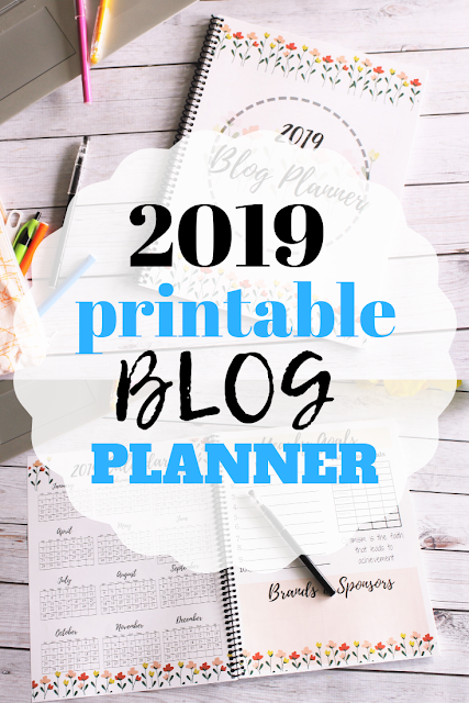 Get organized for 2019 with these free blog planning printables.  Put them together to make a custom blog planner.