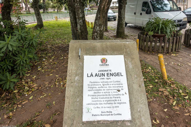 Placa no Jardinete Lá Aun Engel