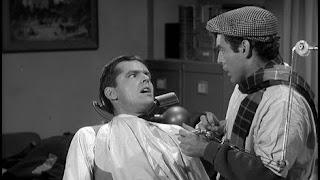 Escena de Jack Nicholson en La pequeña tienda de los horrores - 1960