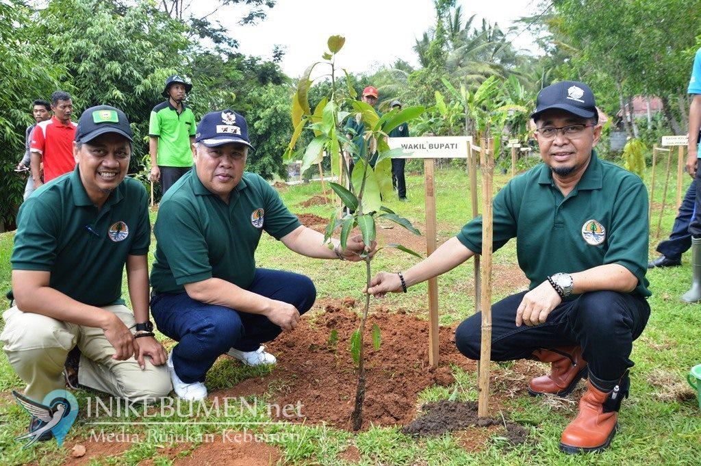 Peringati HCPSN, PDAM Kebumen Tanam Ribuan Pohon