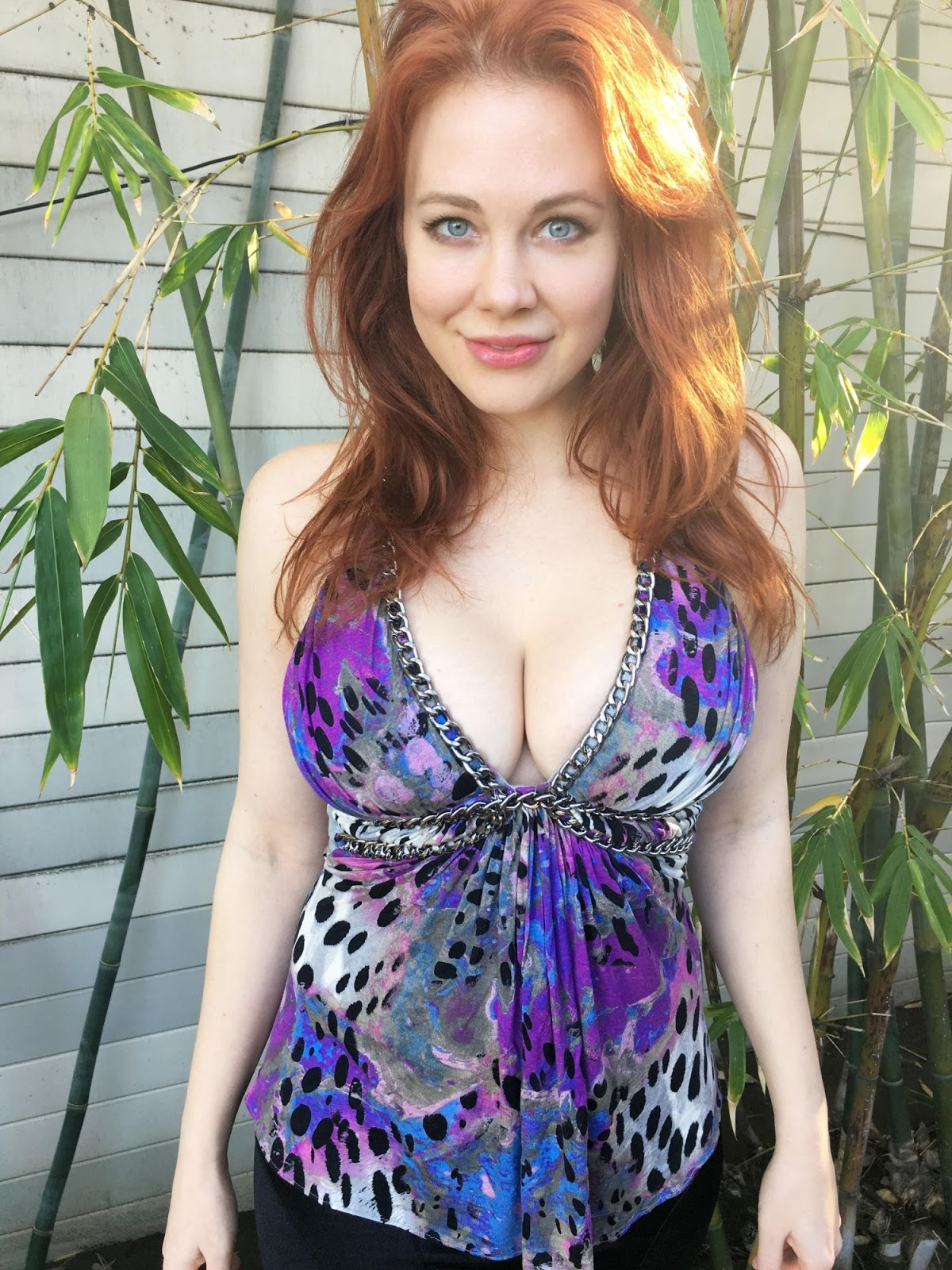 Maitland Ward Cleavage while out - Photo Maitland Ward 2016
