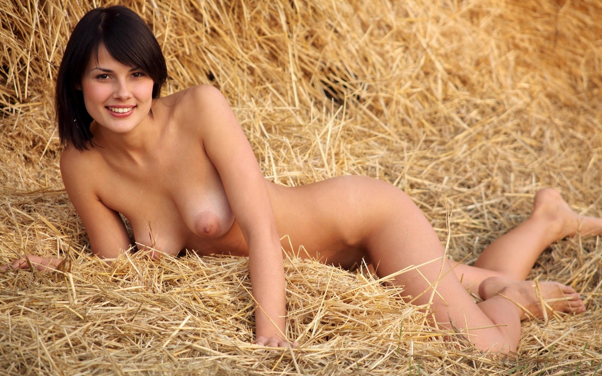 nude-girl-farm-field