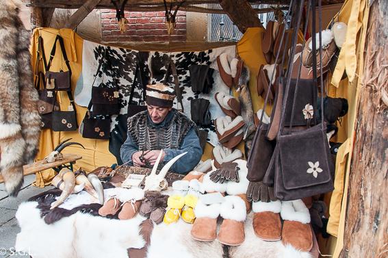 Artesano en el Mercado medieval en Santo Domingo de la Calzada. La Rioja