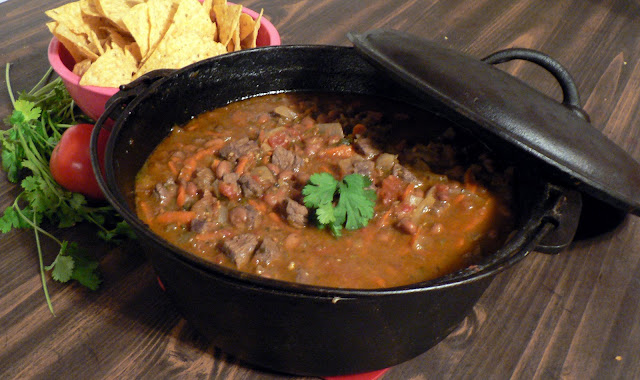Dutch oven wild game chili, chili from game, dutch oven chili