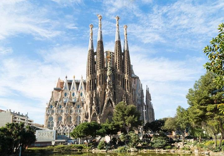 Sagrada Familia, Keindahan Magis di Kota Barcelona