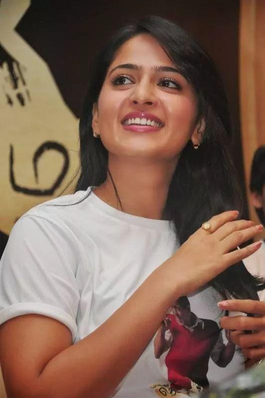 Actress AnushkaShetty Bhagamathi Movie Posters   Telugu   Tamil   Malayalam