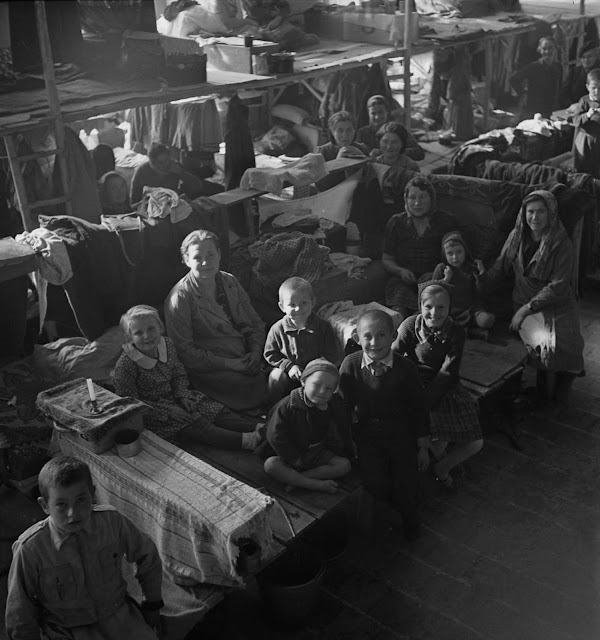 A finales de 1942 y principios de 1943, los campos de Polonia en Irán se encuentra en Teherán, Isfahan, Mashhad y Ahvaz.