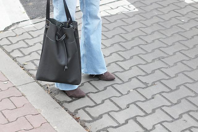biker, jak nosić, jeans, moda wiosna, novamoda style, porady, porady stylisty, spodnie szwedy, jak nosić, jeansy spodnie szwedy, moda, moda po 40 ce, blog modowy, kurtka biker,