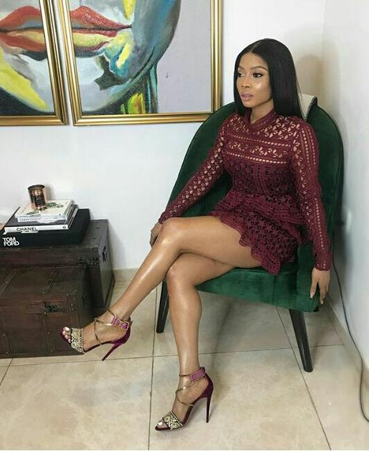 Toke Makinwa flaunts her hot legs