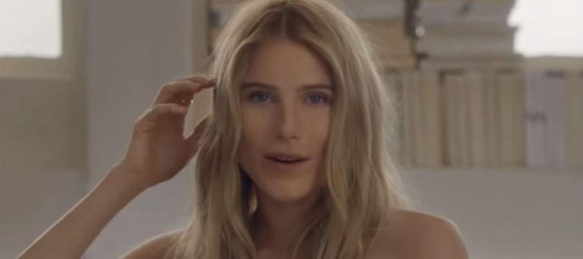 Modello e modella Chloe pubblicità con modella bionda con Foto - Testimonial Spot Pubblicitario Chloe 2016