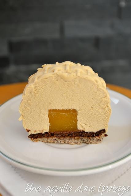 Bûche chocolat dulcey, insert mangue-passion