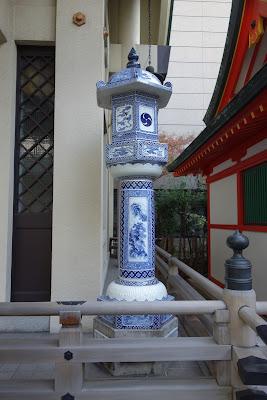 伊万里焼の燈篭