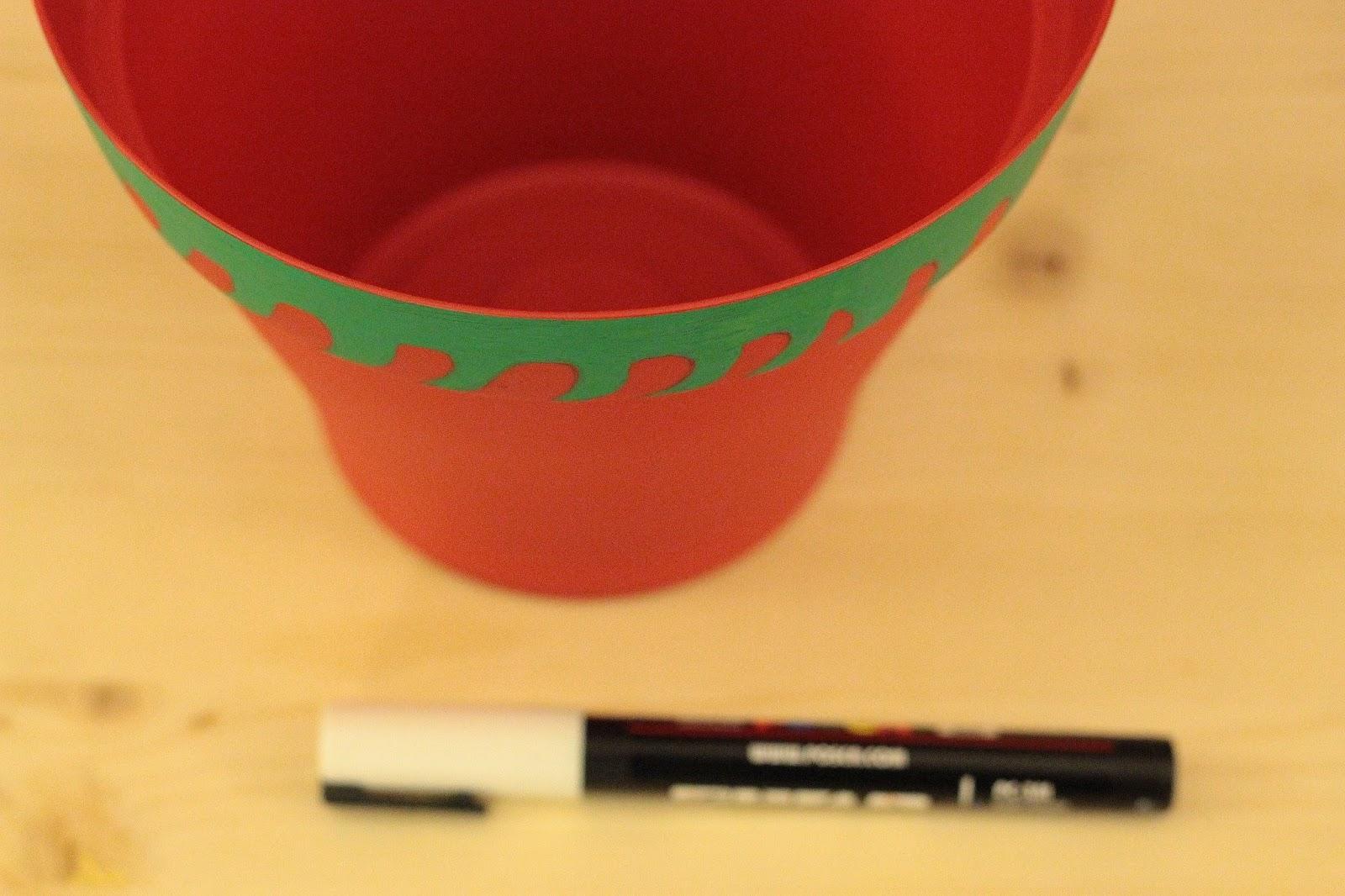 customiser un cache pot rouge