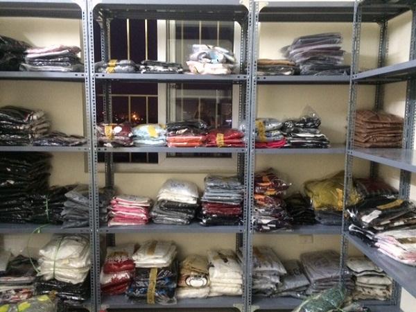 Kệ kho để quần áo cho cửa hàng giặt là tại Hà Nội