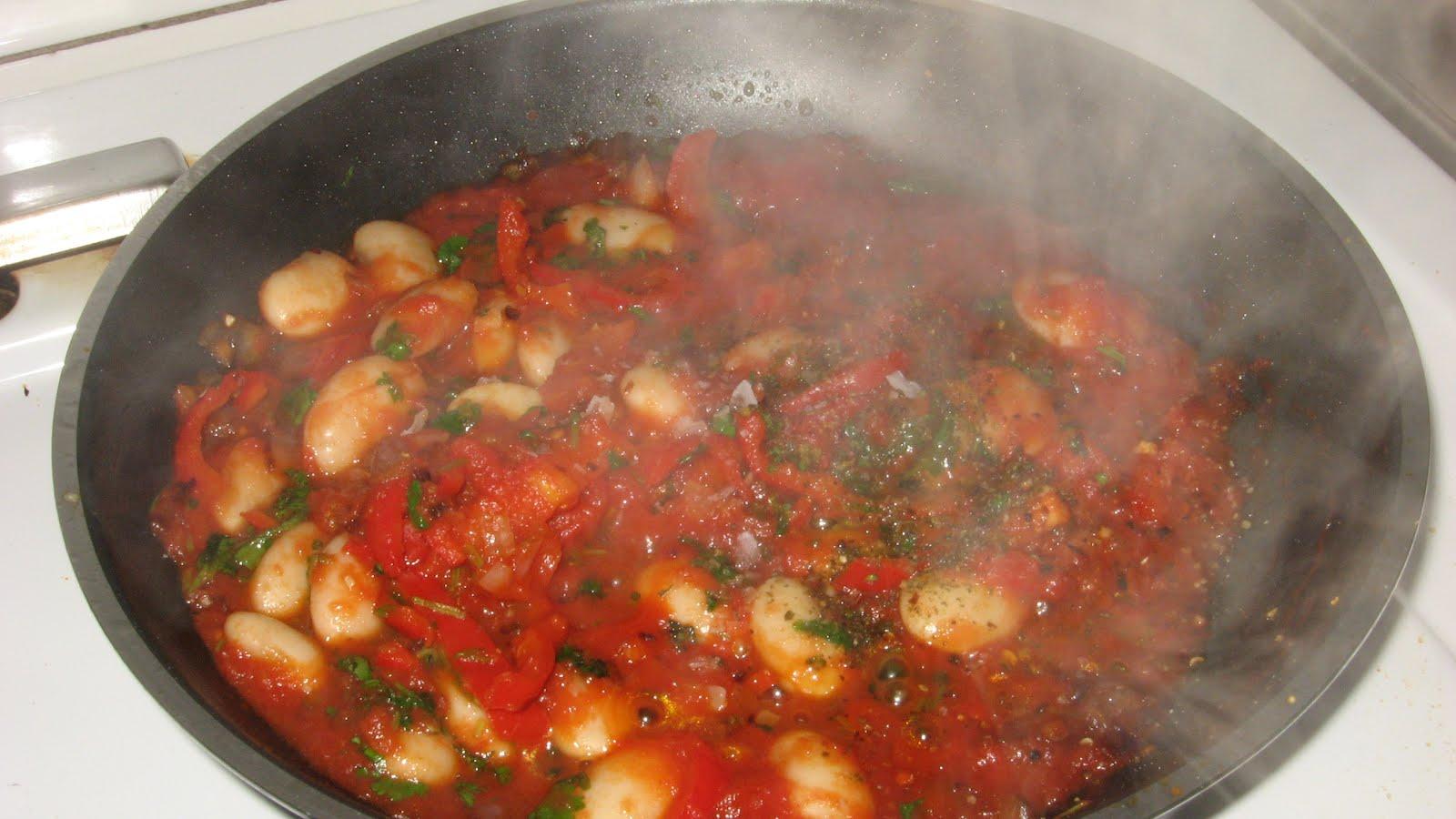 stora vita bönor i tomatsås