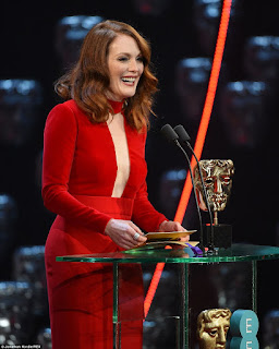 Julianne Moore Speaking On Mike