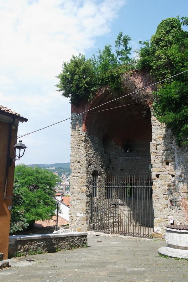 trieste tor cucherna muraille médiévale vestiges moyen âge