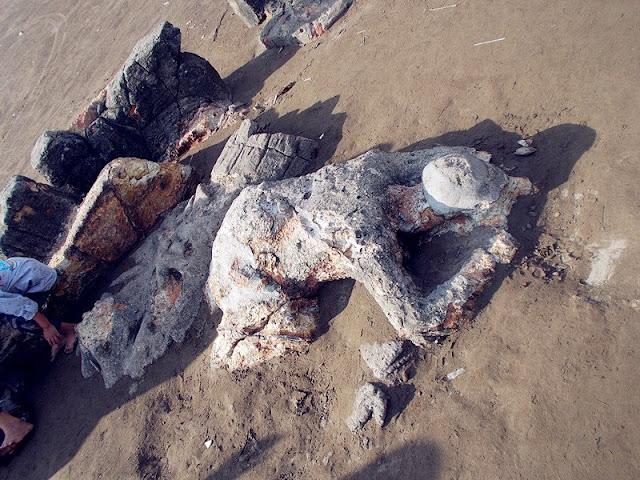 batu malinkundang di pantai air manis