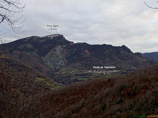 Vistas hacia el Pico Jario y el pueblo de Oseja de Sajambre