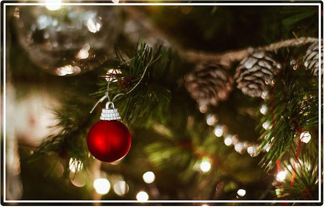 boule rouge sapin de Noël
