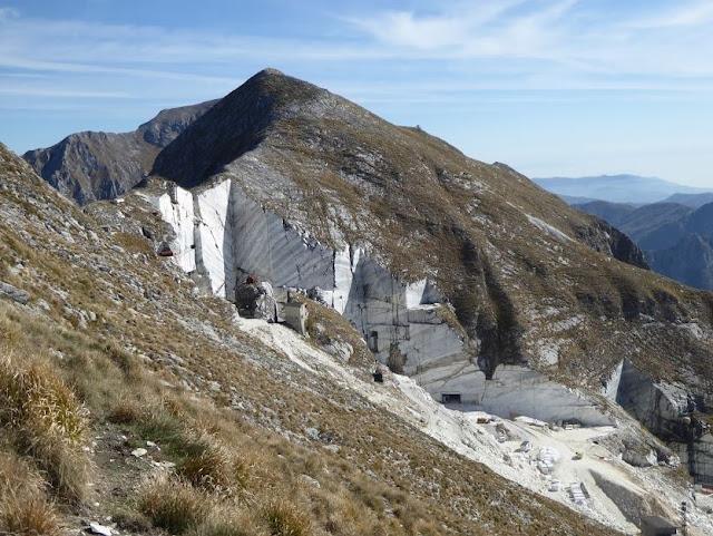 Monte Corchia e sotto la cava