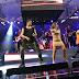 Anitta invade palco e mostra rebolado em show do Harmonia do Samba em Salvador