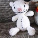 http://translate.google.com/translate?hl=es&sl=en&tl=es&u=http%3A%2F%2Fwww.crochetmilie.com%2Ffree-patterns%2Ftoopy-and-binoo