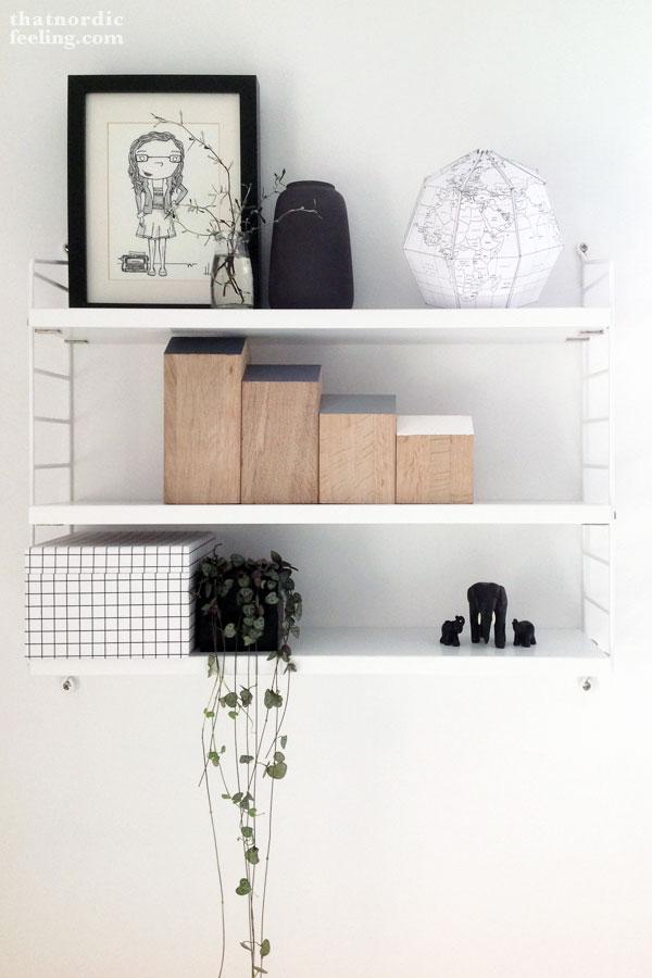detalle del globo de papel en una estantería