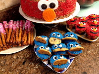 http://www.justmeasuringup.com/blog/easy-homemade-elmo-and-cookie-cupcakes