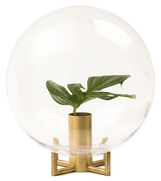 Vasen Orb designad av Viktor Erlandsson för Klong   www.var-dags-rum.se