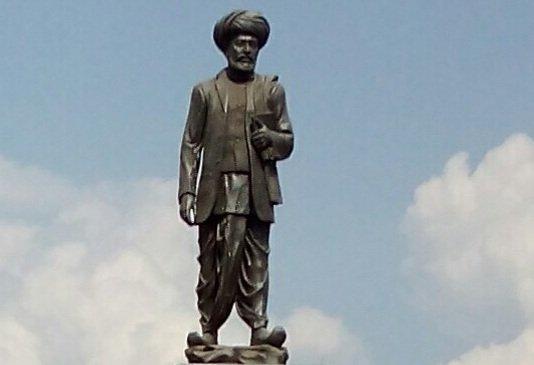 Modi pays tribute to social reformer Jyotiba Phule