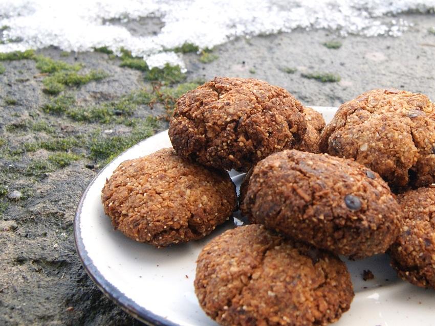 Ciastka gryczane bez glutenu z wiórkami kokosowymi i daktylami