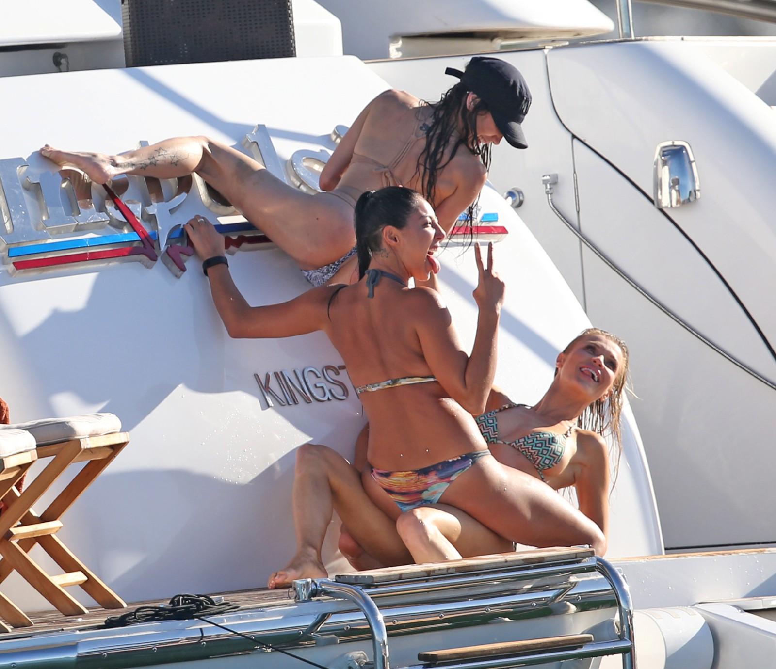 Vanessa cater, laura willette bikini, breasts scene in the do