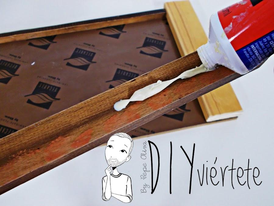 DIY-bandeja-madera-bricolaje-craquelé-pintyplus-pintar-chalkpaint-pizarra-rosa-desayuno-4