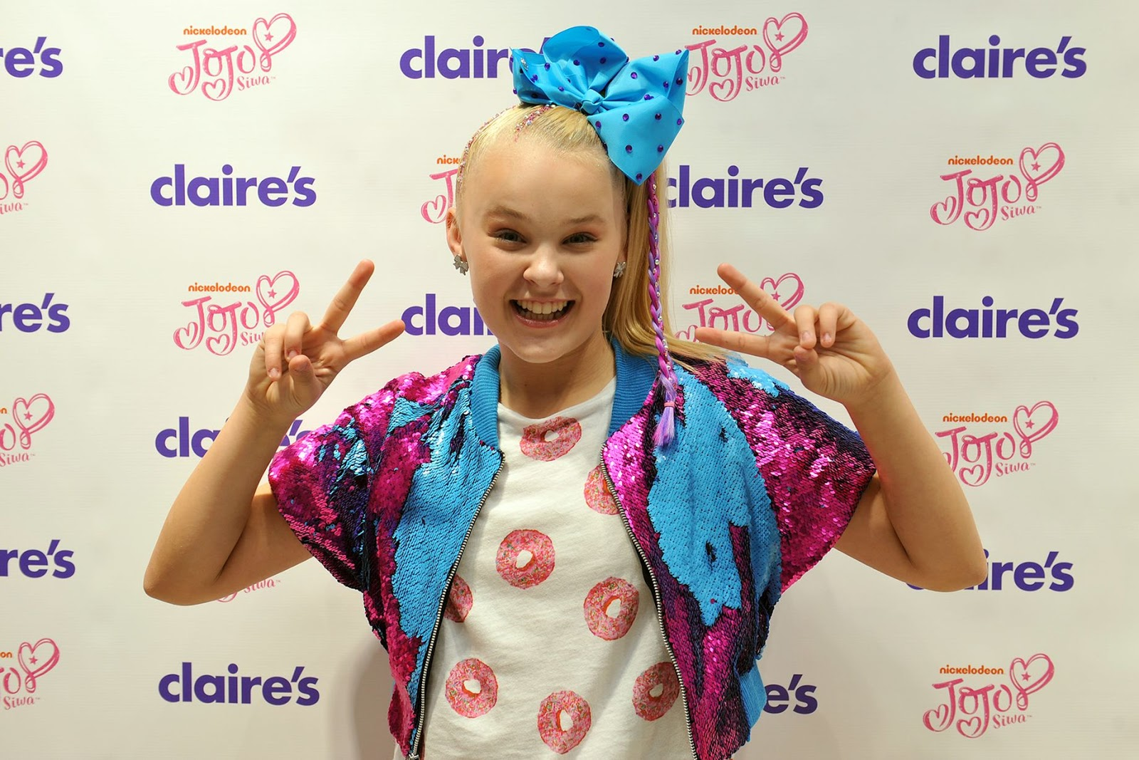 Nickalive jojo bows star jojo siwa sends fans into a frenzy at jojo siwa at claires in the trafford centre image eddie garvey kristyandbryce Image collections