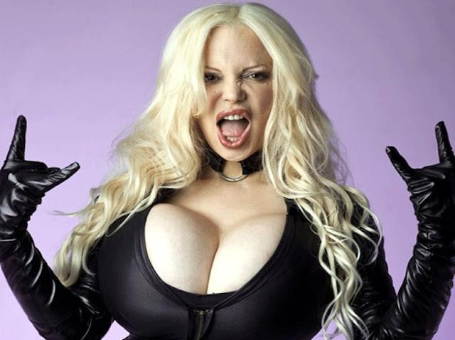 Sabrina Sabrok payudara terbesar