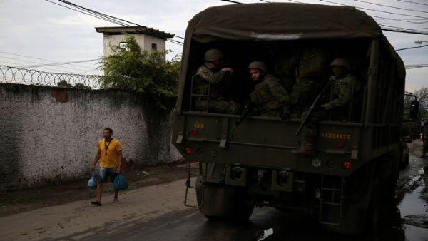 Brasileños reaccionan tras militarización en Río de Janeiro