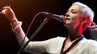 Μελίνα Κανά: «Μέσα μου έχω όλες τις ηλικίες». Μια συγκλονιστική ανάρτηση για την 52χρονη ερμηνεύτρια