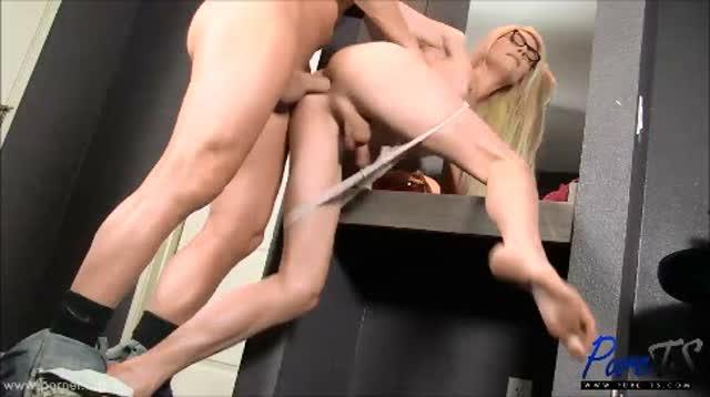 Güzel Kızdan Masaj Porno  Porno izle Bedava