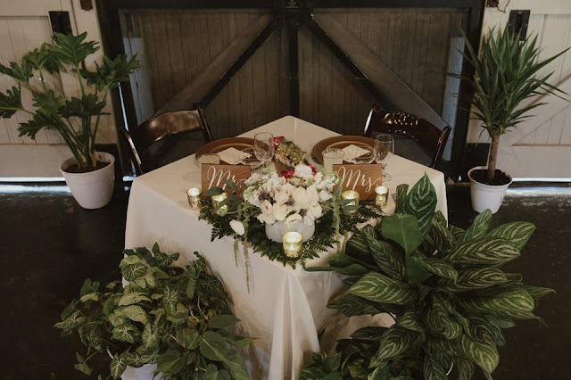 foliage sweetheart table