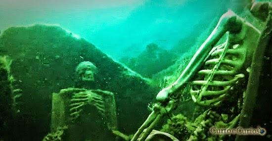 Caso dos esqueletos sentados juntos no fundo do rio