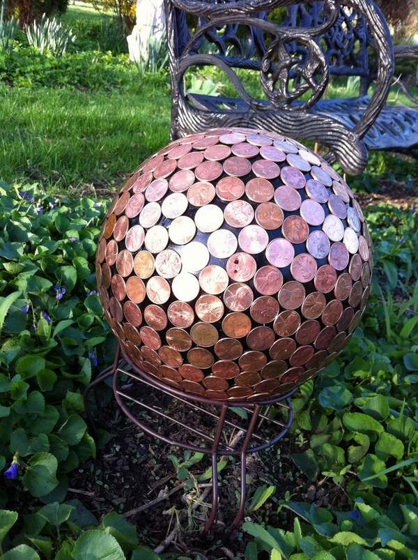 20 diy summer garden decoration ideas with bowling balls for Ball decoration ideas
