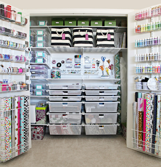 Get your craft room organized with these great ideas. Whether you have a craft room, closet, or floor space, these ideas get your crafts neatly organized!