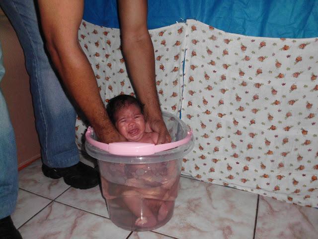 banho, criança, maternidade, ofuro, ofuro para bebe, o furo, ofuro bebe, Banho Bebê, banho de balde, Shantala, banho de ofuro, sling, bebê,ofurô,