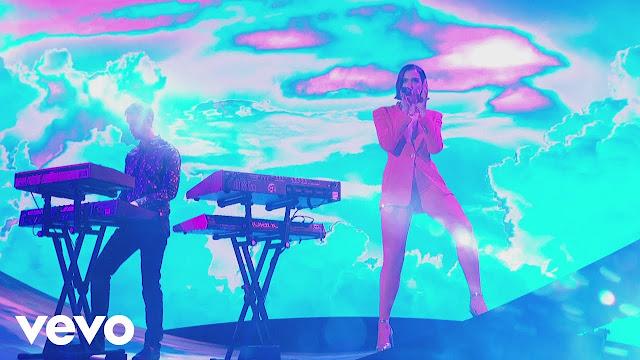 """Calvin Harris, Dua Lipa Perform """"One Kiss"""" on The Graham Norton Show"""