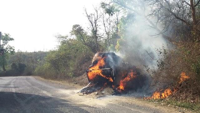 (ब्रेकिंग न्यूज़) सरगुजा का लुचकी घाट आग की चपेट में,पिकअप में लगी आग,कई किलोमीटर जंगल मे फैली आग,वन अमला बेखबर।